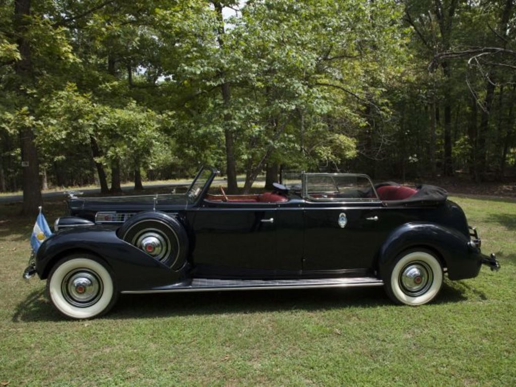'Juan and Eva Peron' parade car set for auction